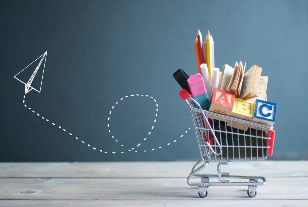 Rozpoczęcie roku szkolnego. Kto kupuje wyprawkę: rodzic czy dziecko?
