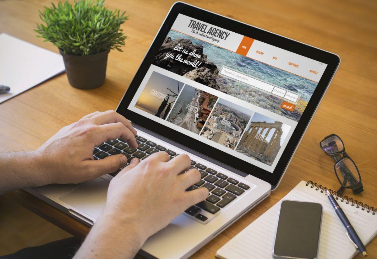 Planowanie wakacji – ścieżka klienta biura podróży we-commerce