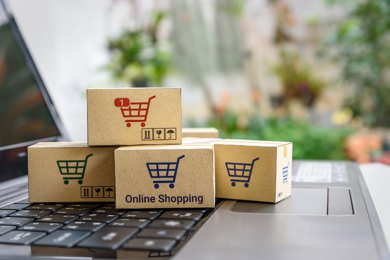 The same day delivery, darmowa dostawa czy zwroty – co liczy się w  e-commerce?